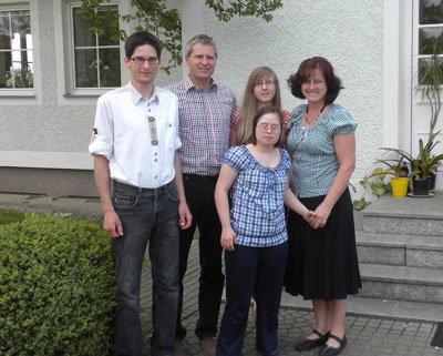 Familie Hofegger (v.l.n.r.): Sohn Wolfgang, Ehemann Reinhard, die Töchter Evelyn und Agnes und Hermine, die den Gewinnschein ausgefüllt hatte.