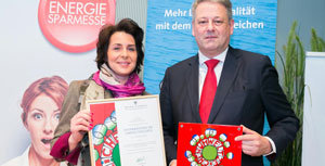 Für ihn Hafnerbetrieb aus St. Gilgen nahm Gabriele Kloiber die Auszeichnung entgegen.