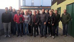 Im Rahmen der Exkursion besuchte die Gruppe auch die Keramikwerkstätte Angermayer.