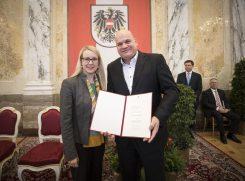Bundesministerin Margarete Schramböck und Thomas Schiffert. © Daniel Trippolt